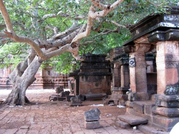 inside-the-mahakuteshwara-temple-complex-grinding-stones