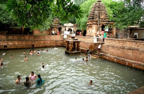 mahakuteshwara-temple-bathing-tank