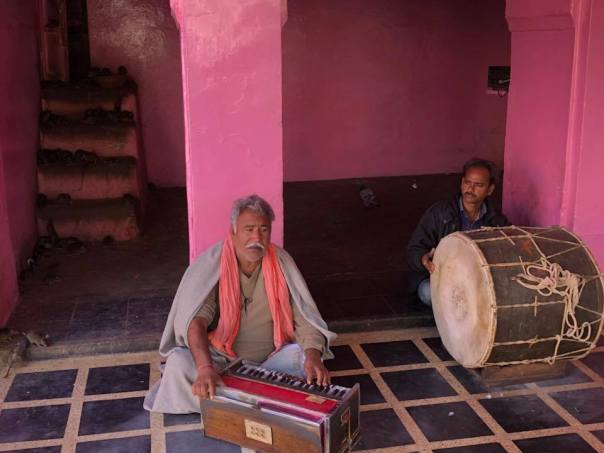Dholis singing dingal